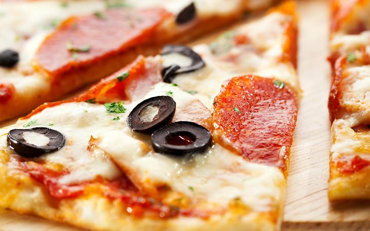 dilim-pizza-siyah-zeytin-sucuk