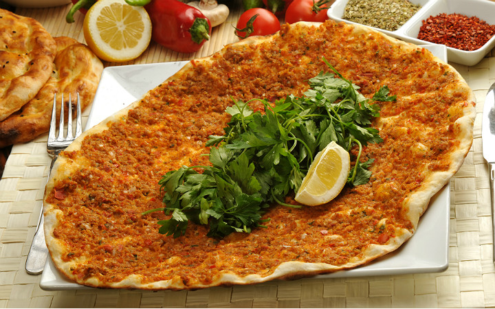 lahmacun-pizza-limon