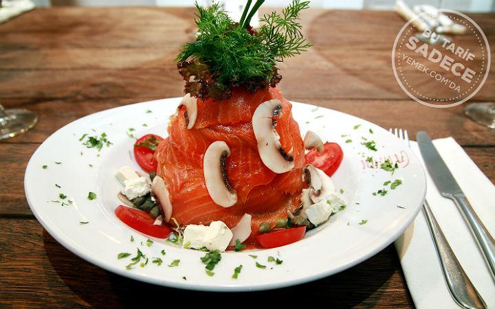 Füme Somon Salatası Tarifi