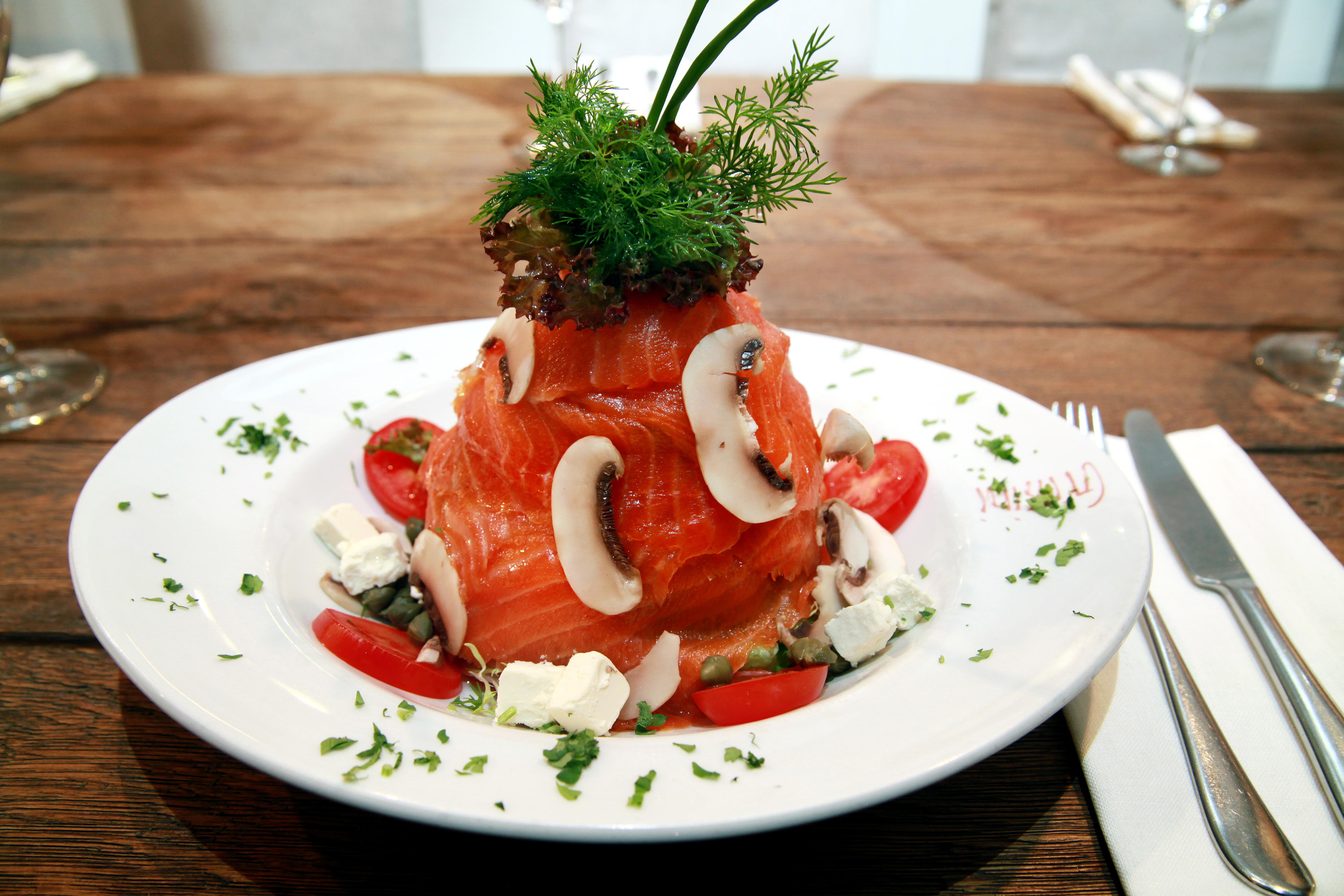 Grissini Restaurant Füme Somon Salatası Tarifi