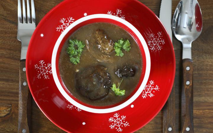 mantar-corbasi-polonya-noel-yemekleri
