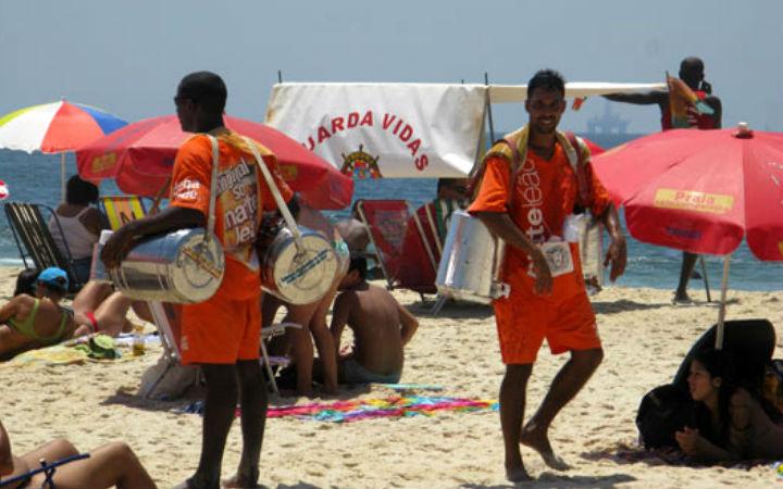 http://g1.globo.com/Noticias/Rio/0,,MUL1440772-5606,00-AMBULANTES+FATURAM+COM+LIBERACAO+DO+MATE+DE+GALAO+EM+DIA+DE+PRAIA+LOTADA.html | http://g1.globo.com/