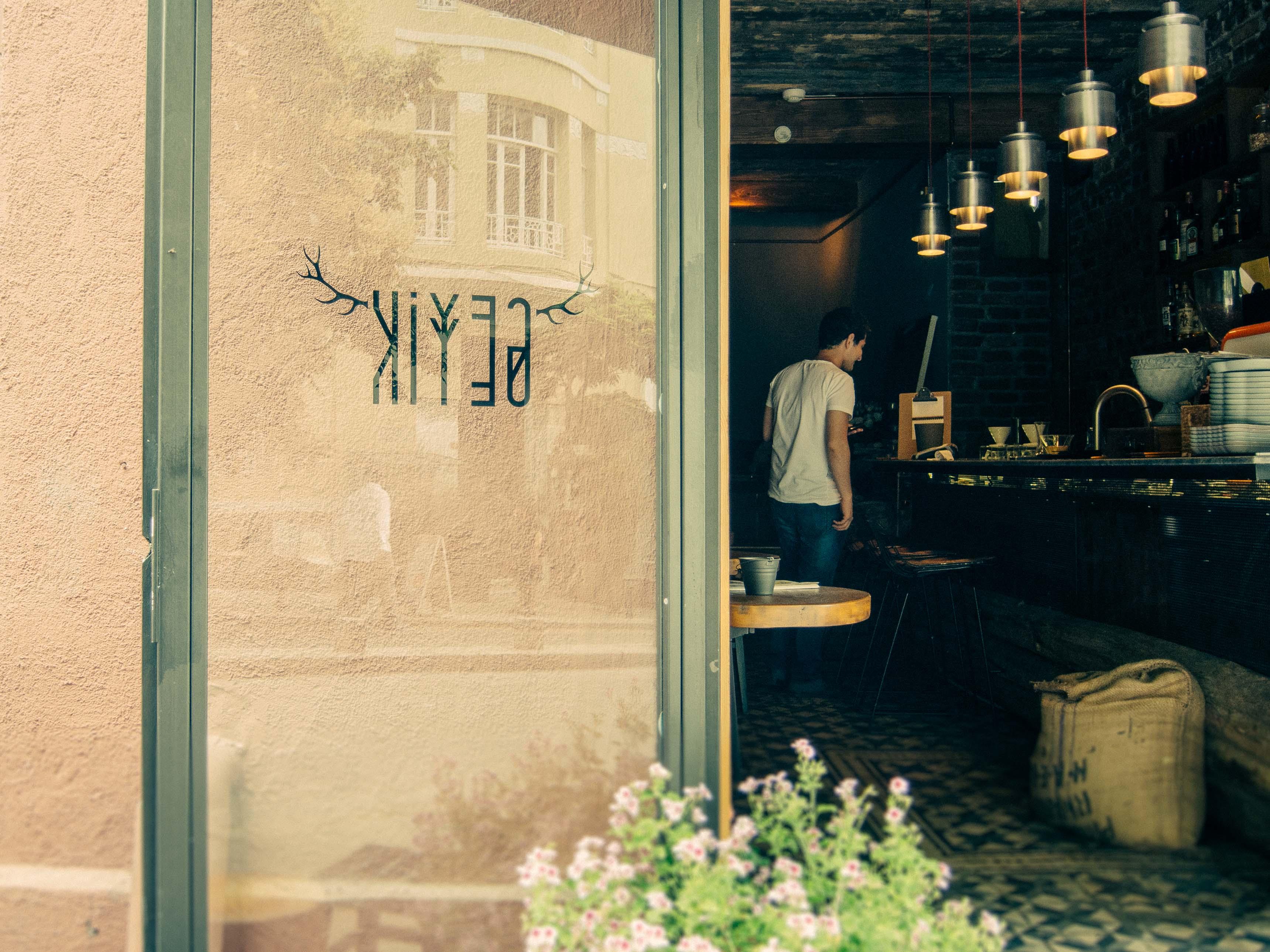 bayaiyi - geyik coffee roastery - iş çıkışı mekanları