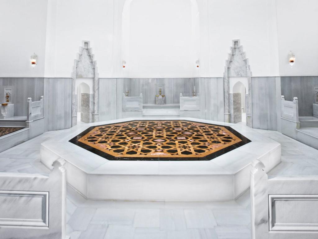 cntraveler - hürrem sultan hamamı - bekarlığa veda mekanları