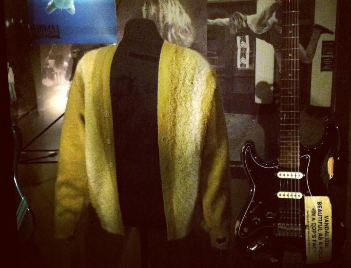 Kurt Cobain'in meşhur depresyon hırkası ve gitarı