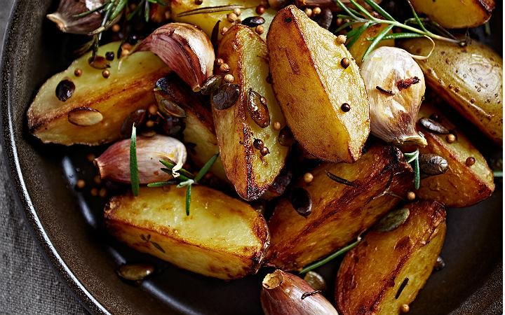Biberiyeli Sarımsaklı Fırın Patates Tarifi