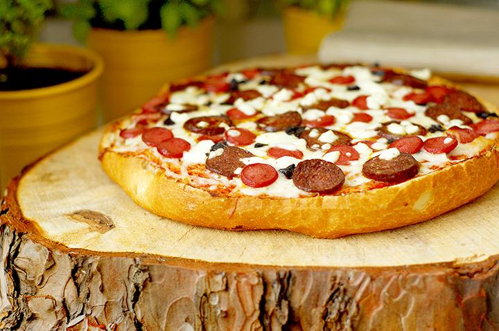 Ev Yapımı Ekmek Pizza Tarifi