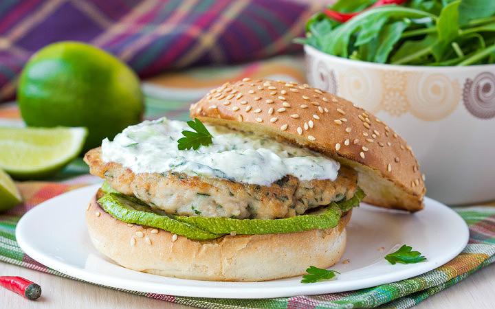 Izgara Kabaklı, Yoğurt Soslu Tavuk Burger Tarifi