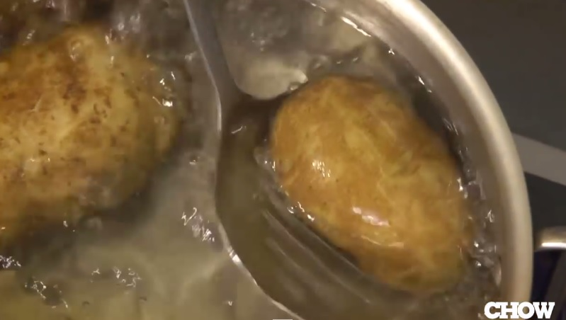 patates-nasil-soyulur-sudan-cikarma