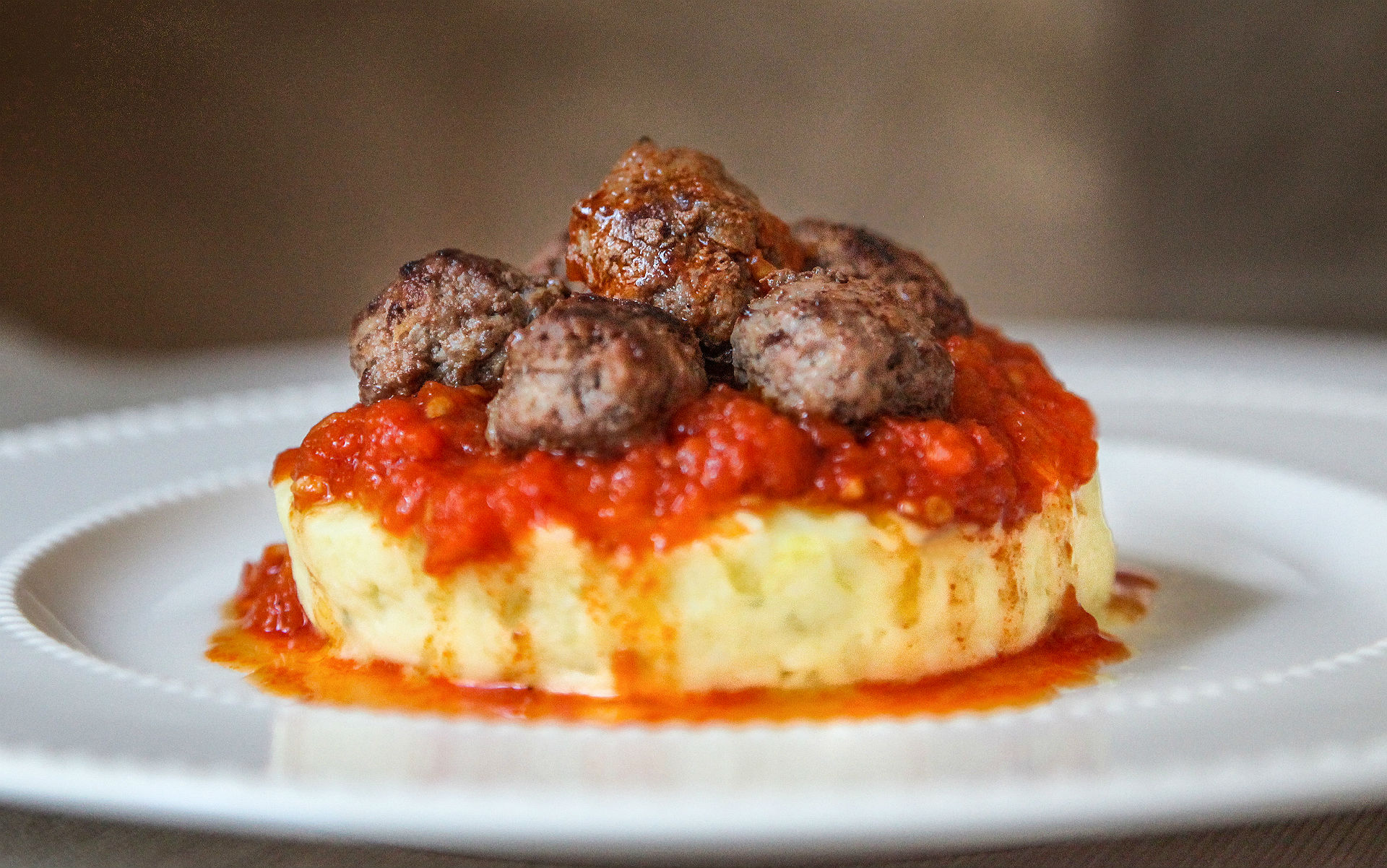 domates-soslu-patates-pureli-misket-kofte