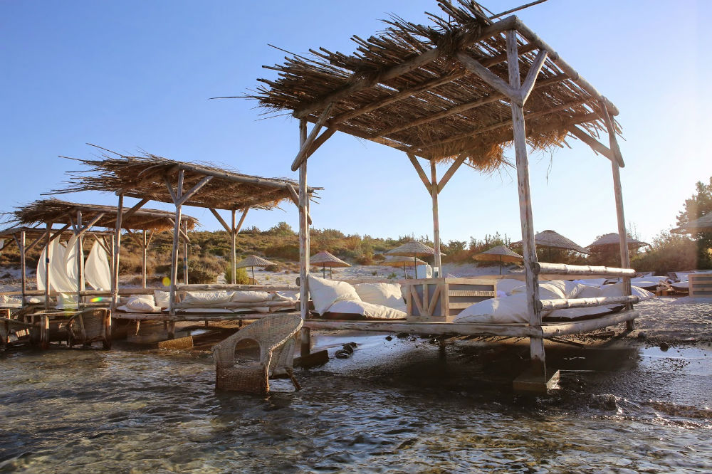 styleseekingzurich - kum beach alaçatı