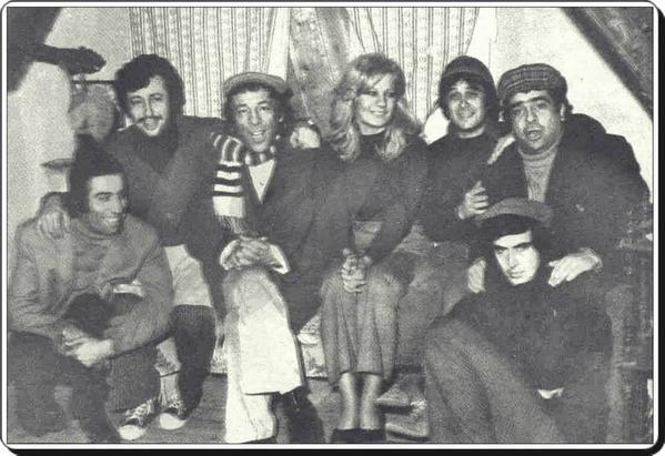 https://pbs.twimg.com/media/cafslqzwuaapmrm.jpg | Münir Özkul,Tarık Akan, Emel Sayın,Kemal Sunal,Zeki Alasya,Metin Akpınar, Halit Akçatepe Mavi Boncuk Film Seti (1974)