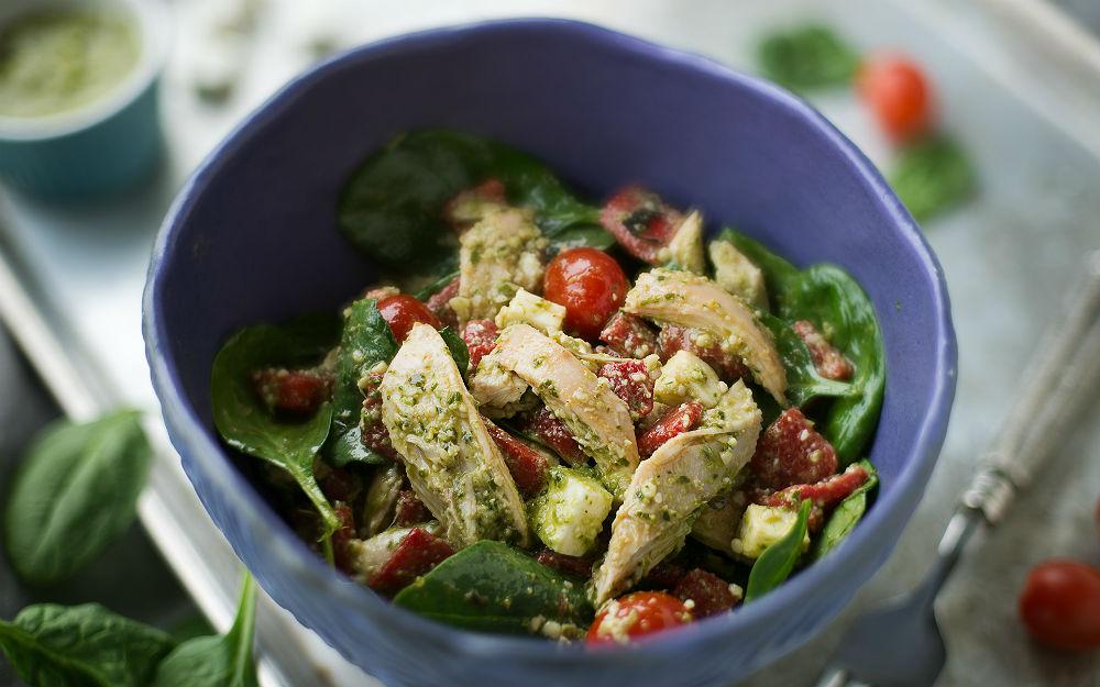 Pesto Soslu Tavuk Salatası Tarifi