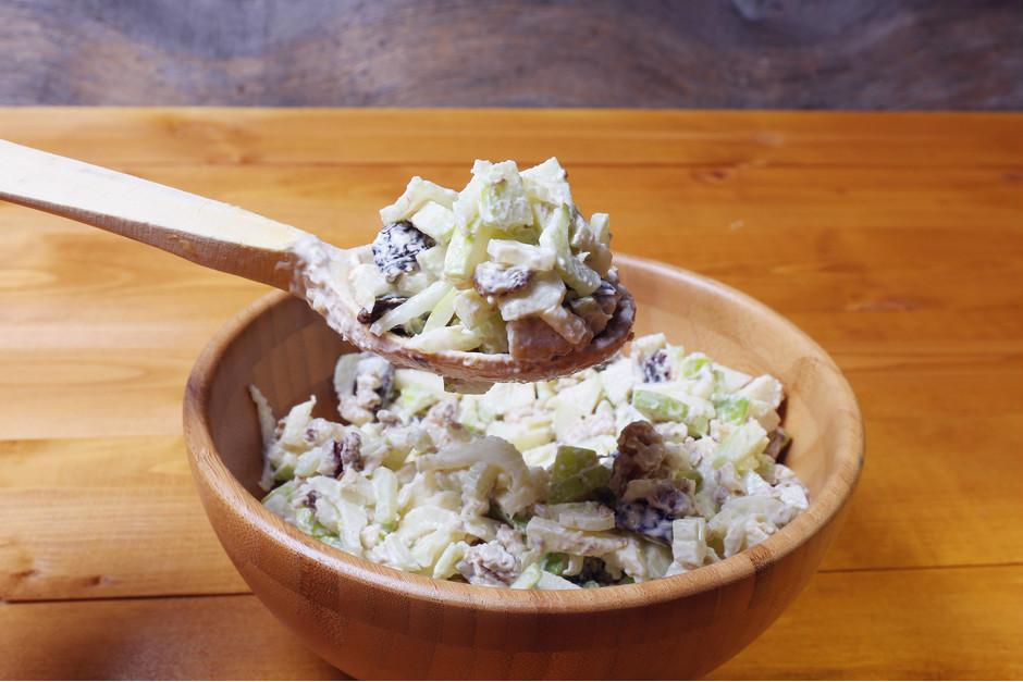 Tartar Soslu Tavuklu Kereviz Salatası Tarifi