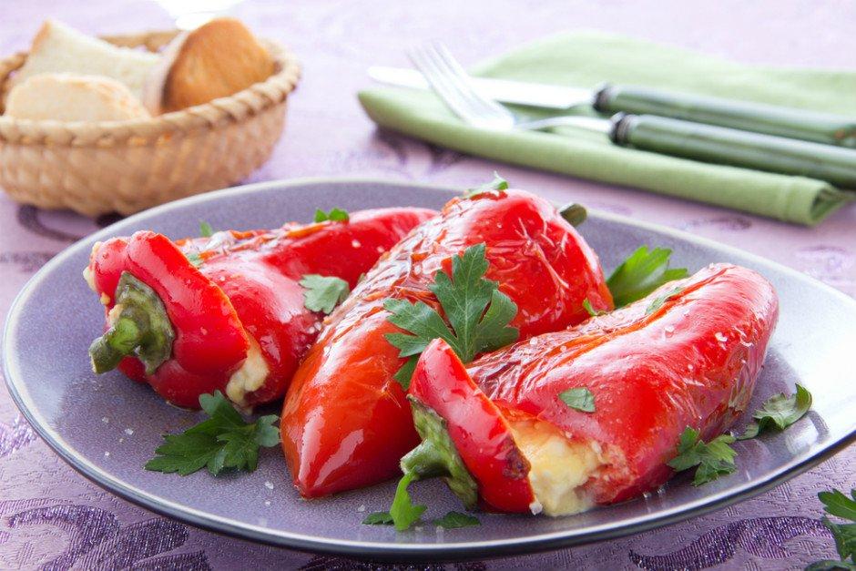 Peynir Dolgulu Kırmızı Biberler Tarifi