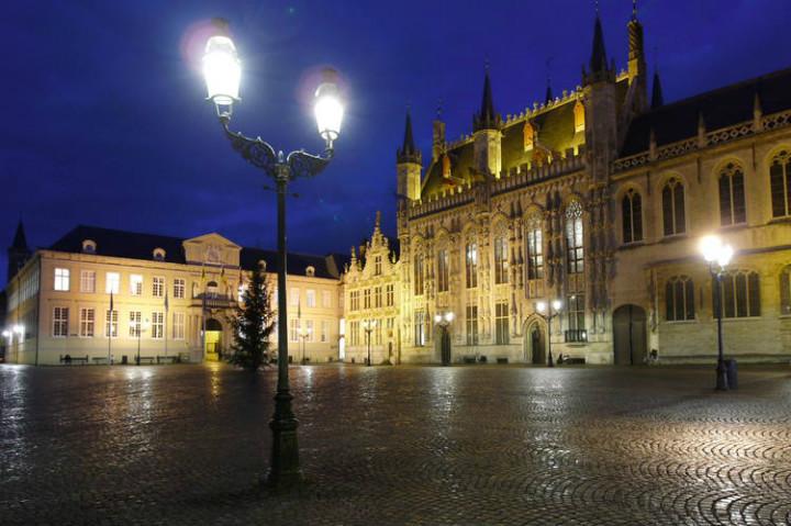 Tarihi Brugge Meydanı