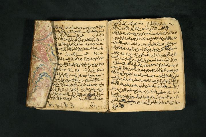 Finlandiya Ulusal Kütüphanesi'ndeki Kitab'ül Tabih el yazması.
