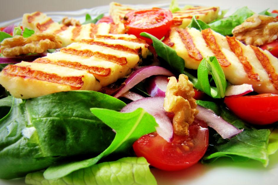 Hellimli Ispanak Salatası Tarifi