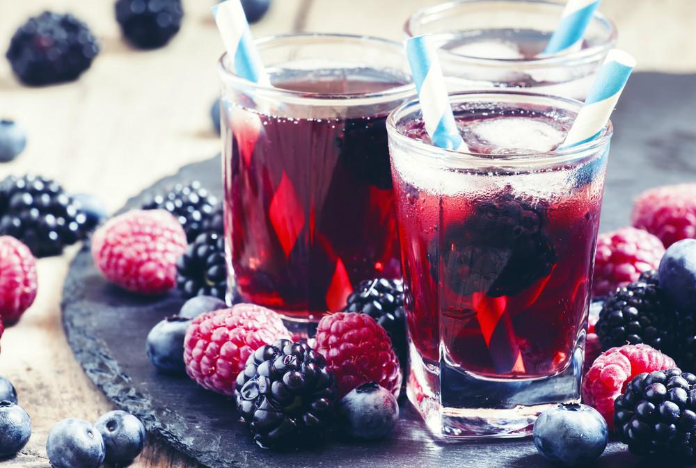 Kırmızı Meyveli Soğuk Çay Tarifi