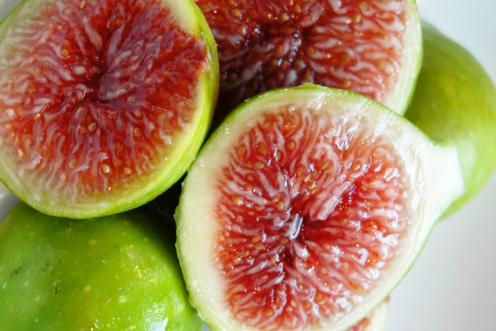 http://www.produceclerks.com/2013/04/how-to-handle-fresh-figs.html | produceclerks