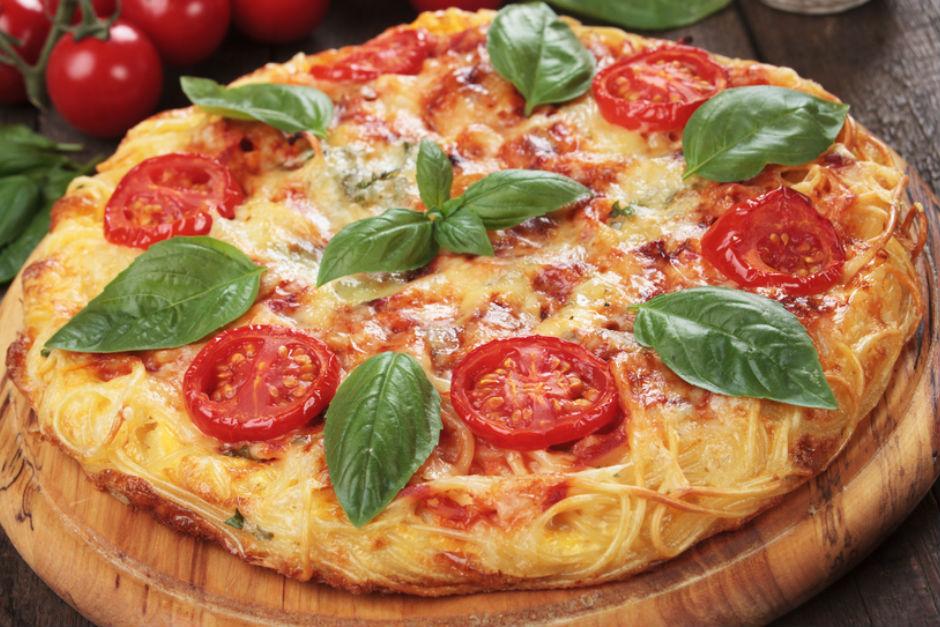 Makarna Tabanlı Pizza Tarifi