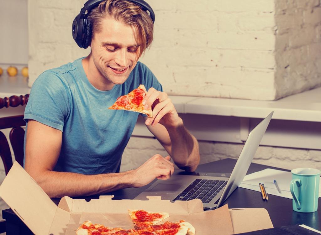 yemek-yerken-muzik-dinlemek