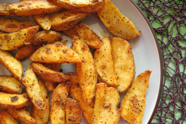http://purplefoodie.com/garlicky-baked-fries/ | purplefoodie