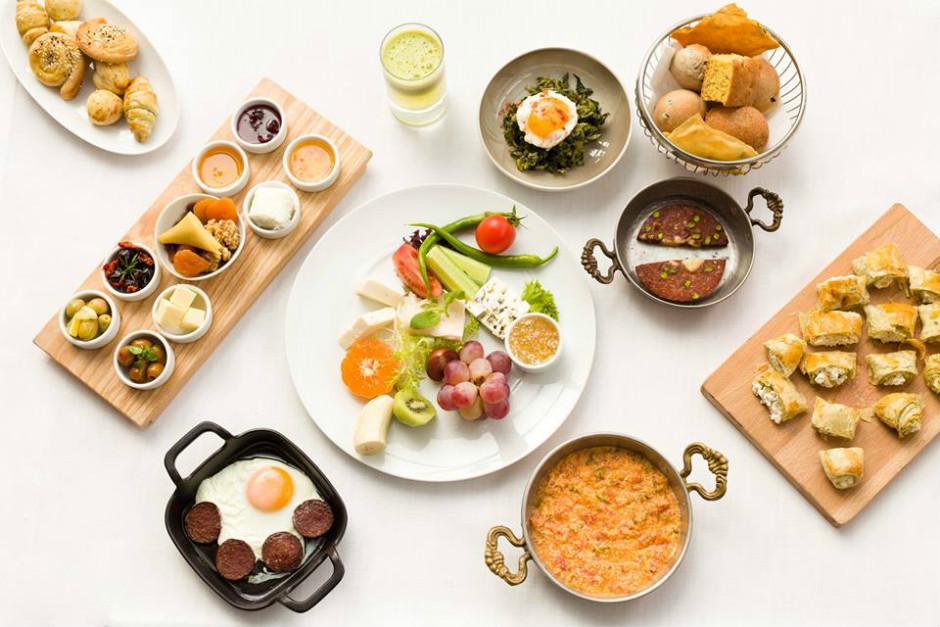 lacivert-restoran-acik-bufe-kahvalti-one-cikan