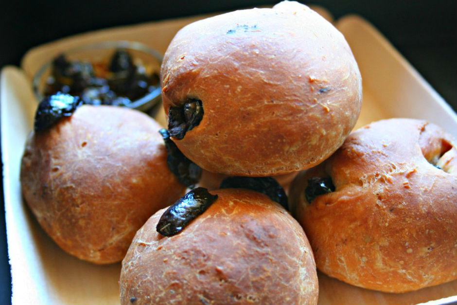 Zeytinli Mini Ekmekler Tarifi