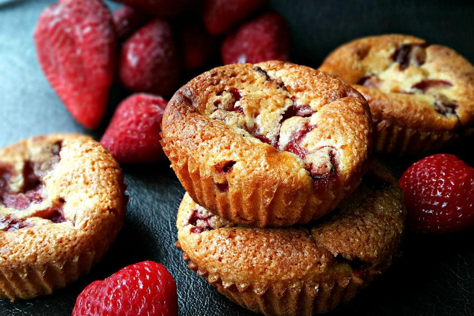 Yoğurtlu ve Çilekli Muffin Tarifi