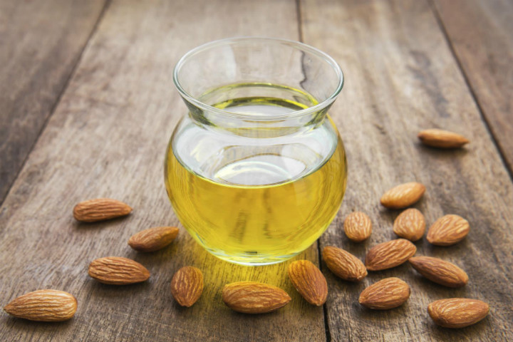 https://beauty.onehowto.com/article/how-to-use-sweet-almond-oil-on-your-hair-1693.html   beauty.onehowto