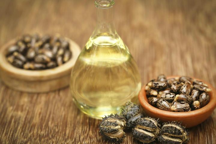 https://www.drweil.com/health-wellness/body-mind-spirit/hair-skin-nails/choosing-castor-oil/ | drweil
