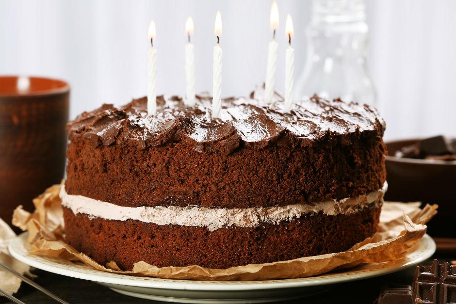 1. Yaş Pastası Tarifi