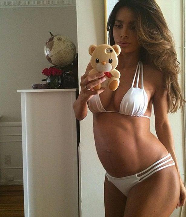 mirror /Sarah Stage ilk çocuğuna 9 aylık hamileyken