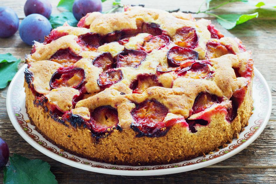 Kırmızı Erikli Kek Tarifi