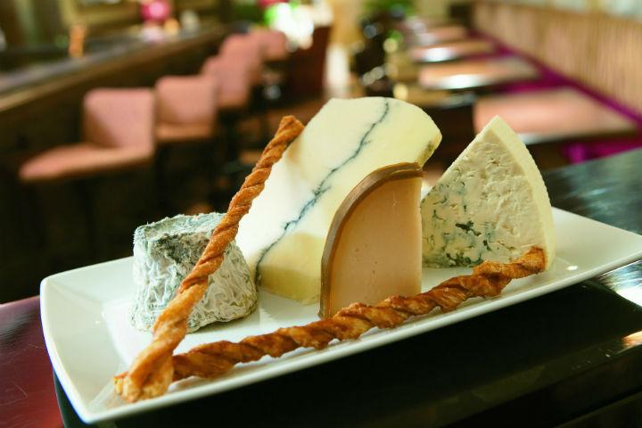 restoranlarda-peynir-ikrami.jpg