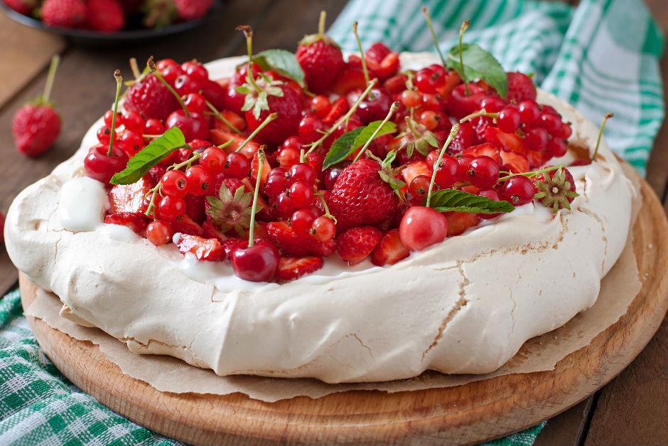 Kırmızı Meyveli Pavlova Tarifi