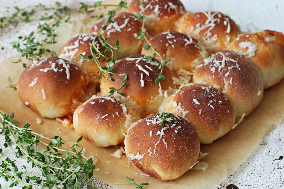 Taze Kekikli Peynirli Çörek Tarifi