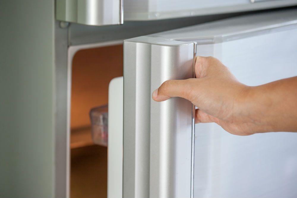 buzdolabi-kapi-kolu-lekeleri-mutfak