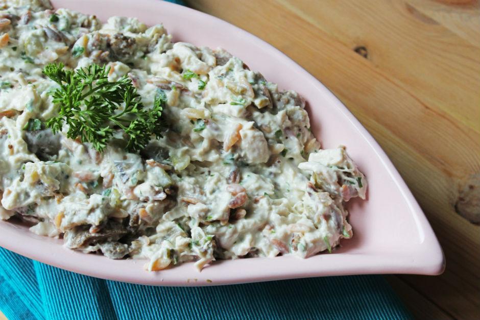 Tavuklu Köz Patlıcanlı Yoğurt Salatası Tarifi