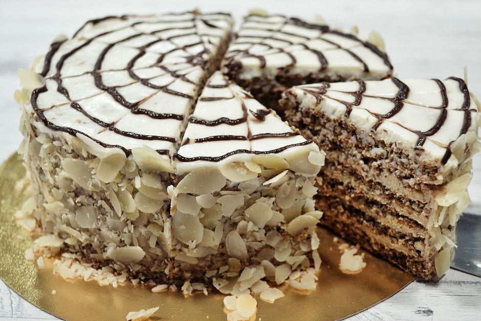 Ebruli Yaş Pasta Tarifi