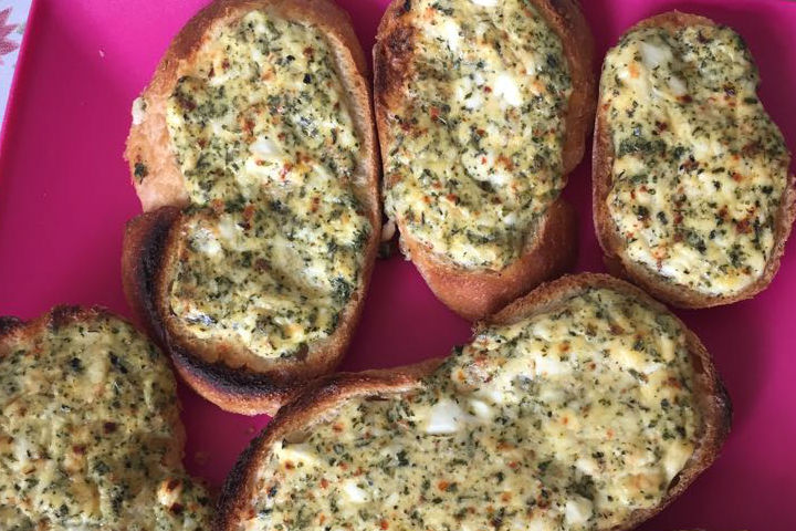 Yumurtalı Peynirli Ekmek Tarifi