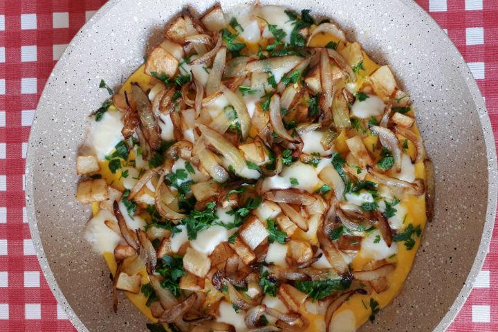 Patatesli ve Soğanlı Omlet Tarifi