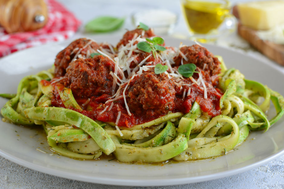 https://yemek.com/tarif/kofteli-kabak-spagetti/ | Köfteli Kabak Spagetti
