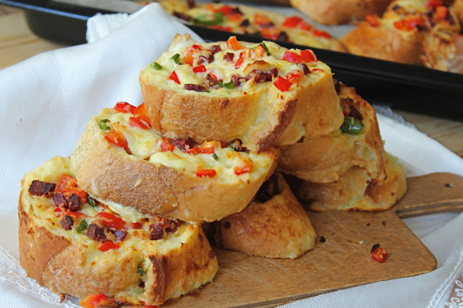 Kolay Kahvaltılık Ekmek Pizza Tarifi