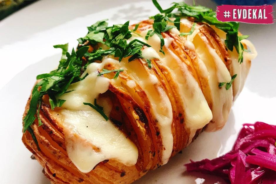 Peynirli Yaprak Patates Tarifi