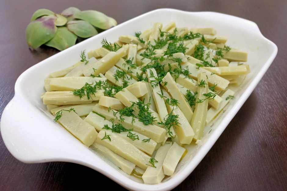Enginar Sapı Salatası Tarifi