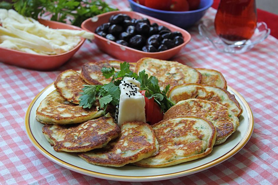 Kahvaltılık Peynirli Pancake Tarifi