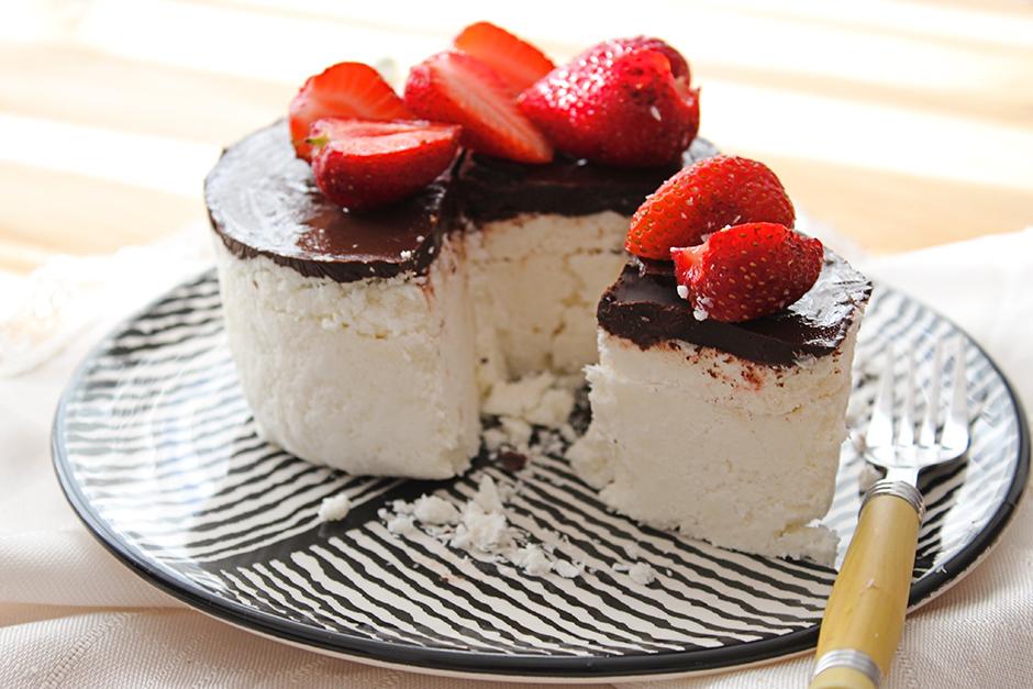4 Malzemeli Şekersiz Pasta Tarifi
