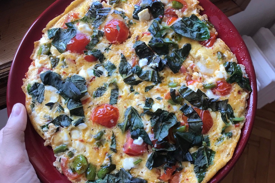 Fesleğenli Peynirli Bol Malzemeli Omlet Tarifi